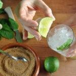 Brasilianische Cocktails Caipirinha und Ipanema