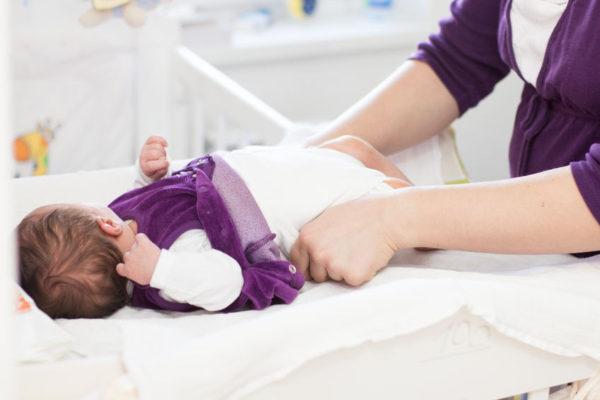 Windeln wechseln Anleitung - Baby wickeln - windelnwechseln