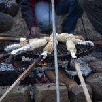 Stockbrotteig Rezept: Stockbrot am Lagerfeuer grillen und selber machen