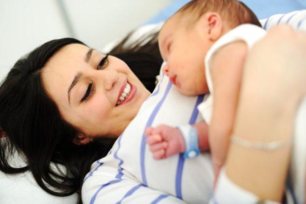 Schmerzfreie Geburt durch Hypnose mitHypnoBirthing