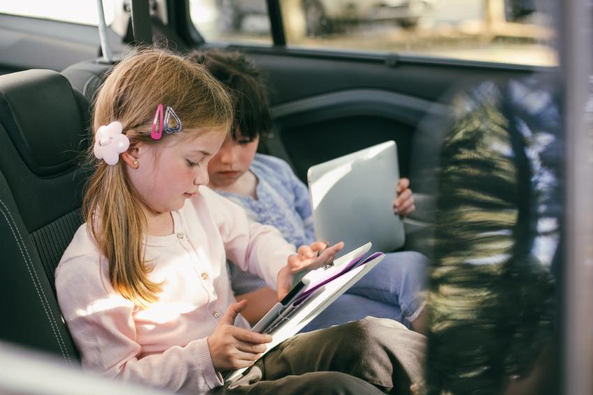 Auto-Insurance beziehungsweise -versicherung mit Kindern im Urlaub im Auge behalten