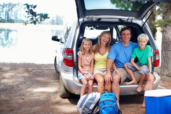 Reisen und Urlaub mit dem Auto beim Familienurlaub bei der Familienreise