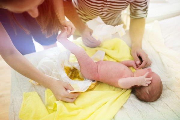 Kindspech der erste Stuhlgang beim Baby
