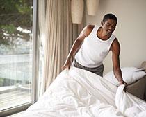 Milben im Bett vermeiden und bekämpfen durch Bettenpflege