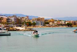 Hafen und Strand auf Kreta