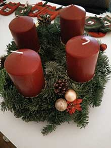 Anleitung Weihnachtskranz basteln Tradition