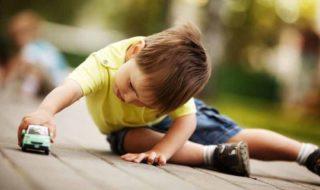 Altersgerechtes und altersgemäßes Spielzeug 1-jährige und 2-jährige Kinder