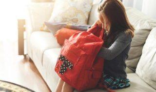 Mädchen mit coolem Kinderrucksack
