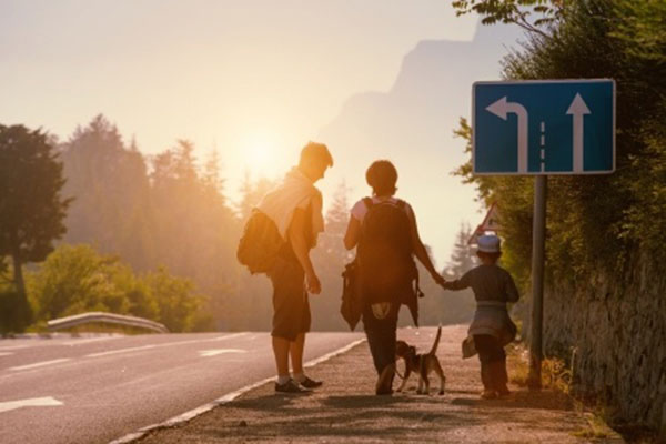 Backpacker wandern mit Kindern