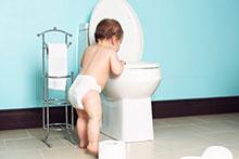 Kinder im Badezimmer