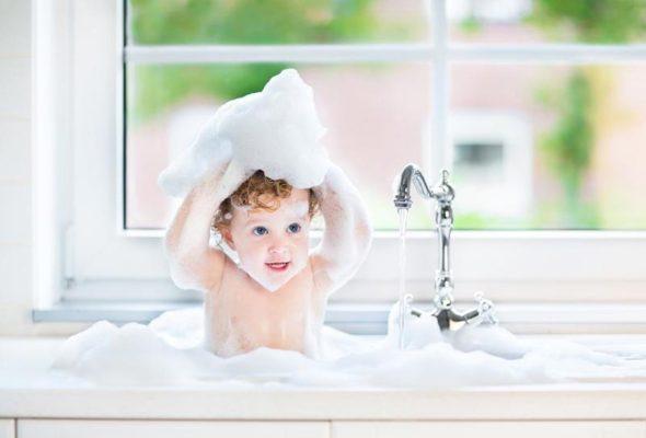 Kindersicheres Badezimmer einrichten