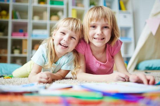 gemeinsames zimmer wenn sich geschwister ein kinderzimmer teilen. Black Bedroom Furniture Sets. Home Design Ideas