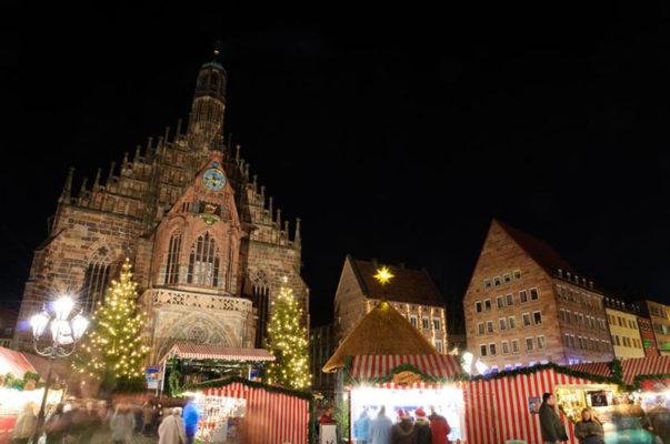 Familien Weihnachtsmarkt mit Kind in Deutschland