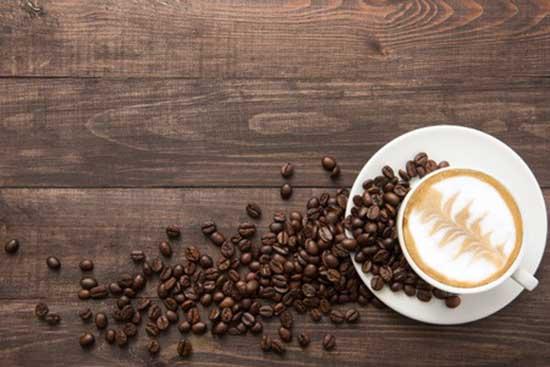 Kaffee aus der Kaffeekapsel-Maschine