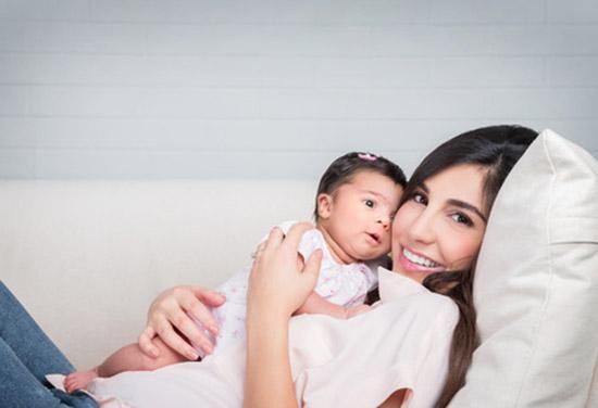 Babybesuch: Besuch eines Neugeborenen