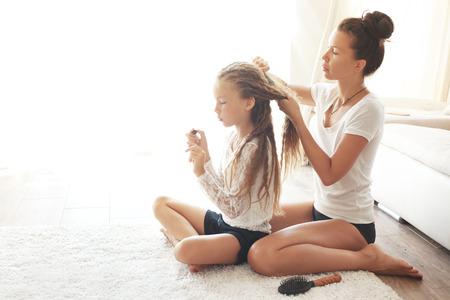 Verfilzte Haare bei Kindern kämmen und entwirren