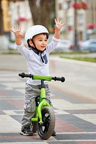 Mit dem Kinder-Laufrad Fahrradfahren lernen