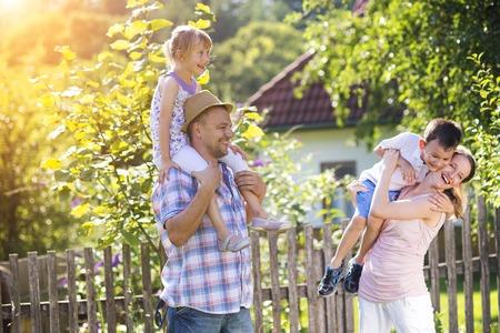 Draußen spielen: Wie Kinder die Natur entdecken