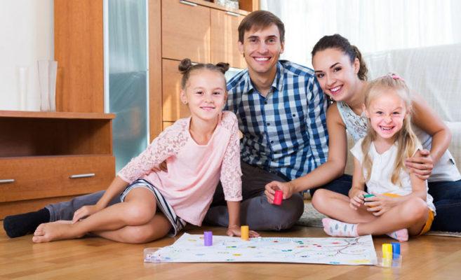 Gesellschaftsspiele mit der Familie und den Kindern