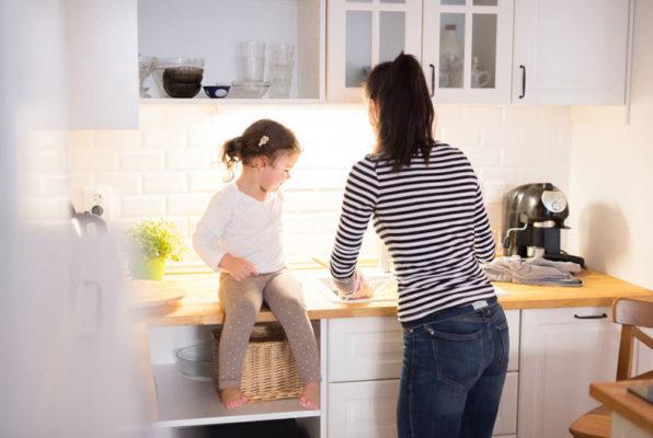 Kinder in der Küche
